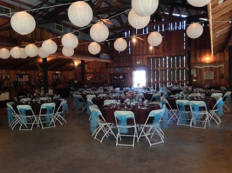 Set up or approx. 120 guests from the center rear of the barn.