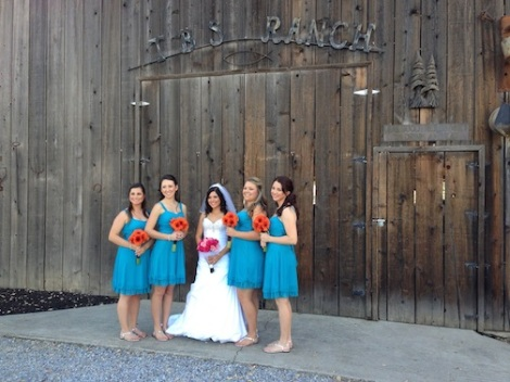 Seanna poses with her girls.  LOVE the bright blue dresses.