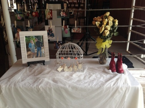 Such a cute card table.  Again the use of roses are so elegant, and the little red boots give it a rustic chic vibe.