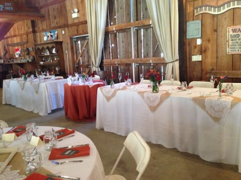The long head table at the front of the barn.  LOVE the way they did the sweetheart table in between the longs.  GREAT idea!