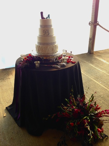 The cake also had a classic elegant vibe.  LOVED the sparkles on it!